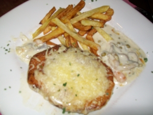 Escalope in cream and vegetable sauce with cheese recipe