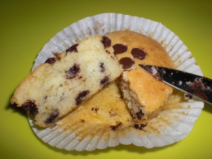 Lemon muffins with chocolate chips