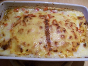 Mince with peppers bechamel sauce and cheese