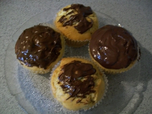 Muffins with gem Hazelnuts apple and chocolate sauce Biscuits recipe
