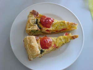Quiche with leeks and cheese filling