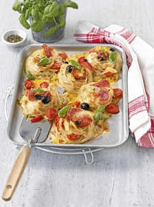 Spaghetti Pizza with black olives Pasta Bake recipe