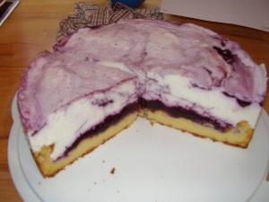 Brandteigtorte with blueberries