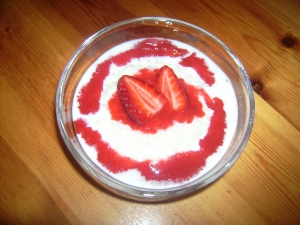 Creamy rice pudding with strawberry sauce