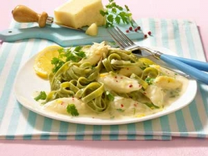 Fettuccine with asparagus and chervil sauce