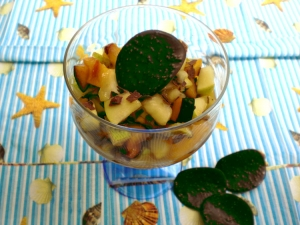 Fruit salad with prunes and almonds