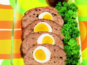 Meat loaf with egg