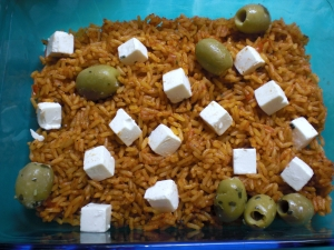 Pepper rice with feta and olives