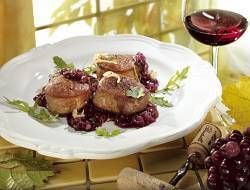 Pork fillet with red wine onions