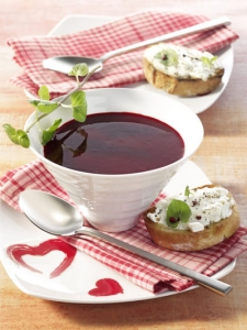 Beetroot soup with raspberries and Crostini
