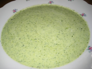 Broccoli soup with sour cream