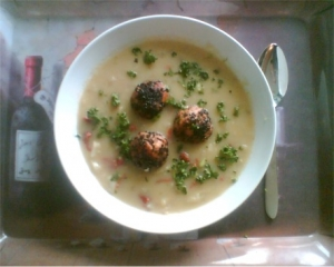 Fennel soup with turkey meatballs
