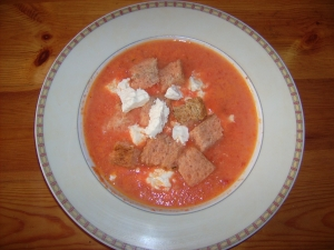 Pepper soup with goat cheese