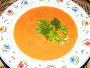 Simple Italian tomato soup with cream cheese