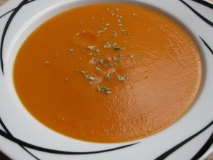 Simple carrot soup green core