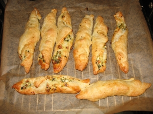 Puff-pastry-with-spinach-and-cheese-filling