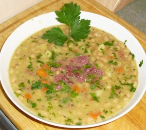 White bean soup with smoked pork and goose meat