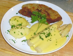 Wiener-schnitzel-with-asparagus-and-hollandaise-sauce