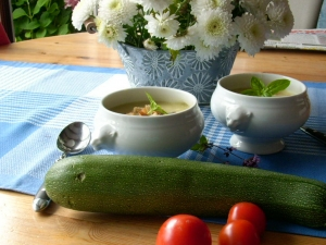 Zucchini-Crmesuppe-m-Croutons