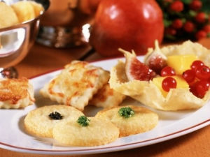 Cheese crackers cheese and Parmesan wafers Taler