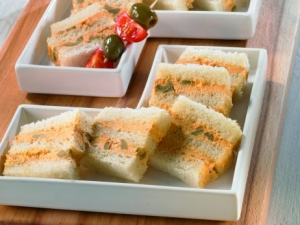 Spicy sandwich appetizers