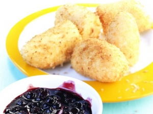 Banana Nuggets with blueberry compote