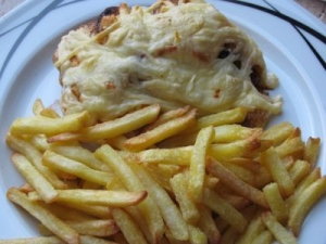 With sweet and spicy onions cheese and Asian chili chips baked chicken breast fillet