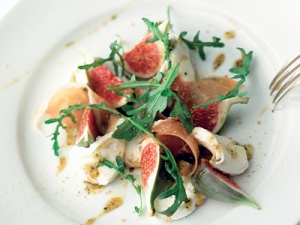 Fig Salad With Mozzarella