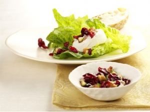 Goat Cheese On Spinach With Cranberry Tartar
